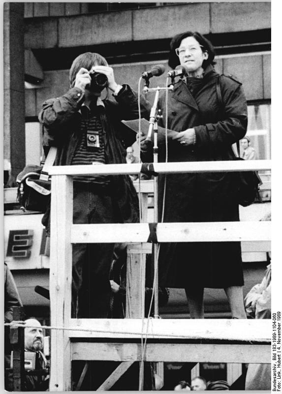 Christa Wolf bei ihrer Rede am 4. November 1989 auf dem Berliner Alexanderplatz