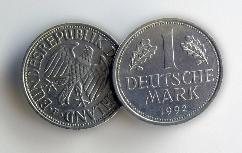 Deutsche Mark konnte nach der Wiedervereinigung 1990 1:1 gegen DDR-Mark getauscht werden